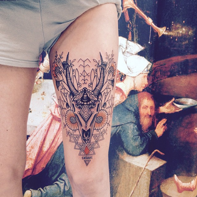Merci Anne Lise ! Inspiration berbère . #carolinekarenine #tattoo #tribalact #paris