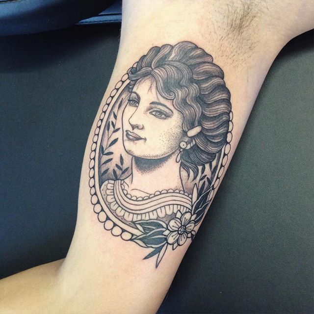 Merci Julien ! Done at @purple_sun_brussels #carolinekarenine #purplesunbrussels #bruxelles #tattoo