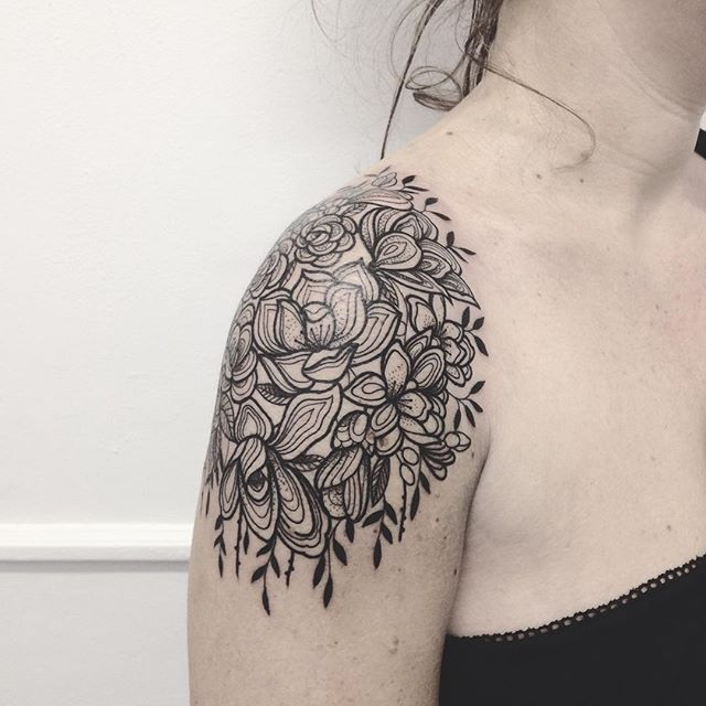 Merci charlotte ! Done at @purple_sun_brussels #purplesunbrussels #carolinekarenine #tattoo #bruxelles