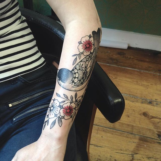 Merci Moreanne ! Done at @purple_sun_brussels #purplesunbrussels #carolinekarenine #tattoo #bruxelles