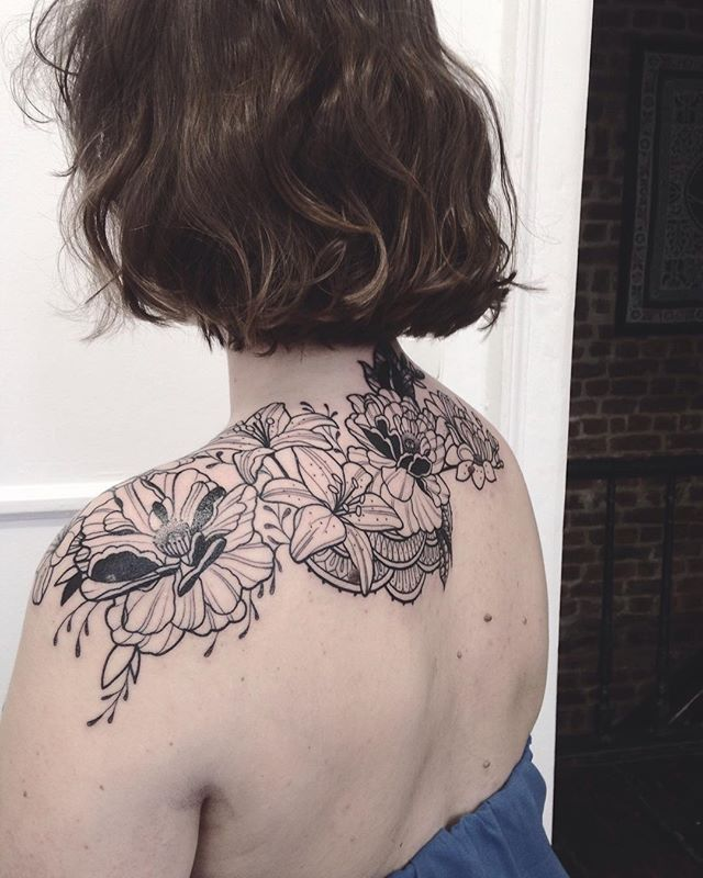 Merci Sonia ! Done at @purple_sun_brussels #bruxelles #tattoo #carolinekarenine #purplesunbrussels