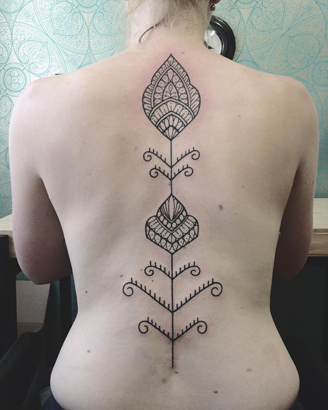 Merci Chloé !  @purple_sun_brussels  #purplesunbrussels #bruxelles #tattoo #carolinekarenine #blackworktattoo