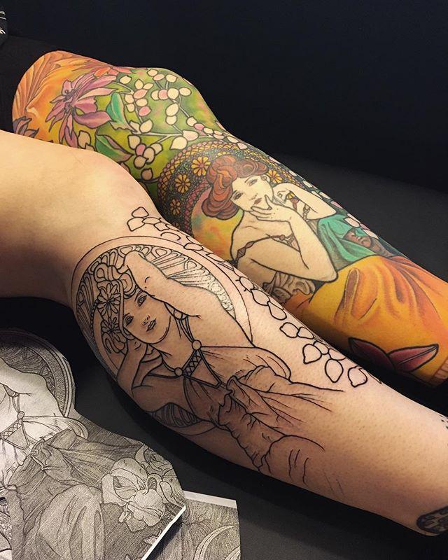 Merci charlotte !  Seconde jambe , en cours .  Mon petit plaisir couleur , inspiré des œuvres d'Alfons Mucha .  #carolinekarenine #tattoo #paris