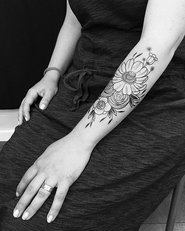 Merci Véronique !  #carolinekarenine #suisse #tattoo #dropinshoplausanne