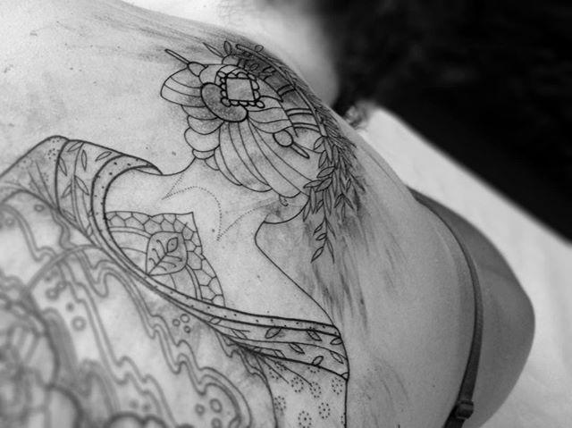 In progress .  Merci Morgane !  Shop @doloresparisx  Pix @olivierchamor  #carolinekarenine #tattoo #doloresparis #paris