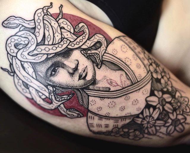 Merci Teresa !! La meilleure des assistante  Shop @doloresparisx  Pix @olivierchamor  #carolinekarenine #doloresparis #tattoo #meduse