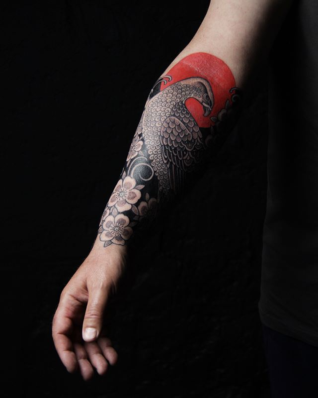 Merci Philippe !  Pix @olivierchamor  #carolinekarenine #tattoo #birdstattoo #japanesetattoo #blacktattoo #paristattoo