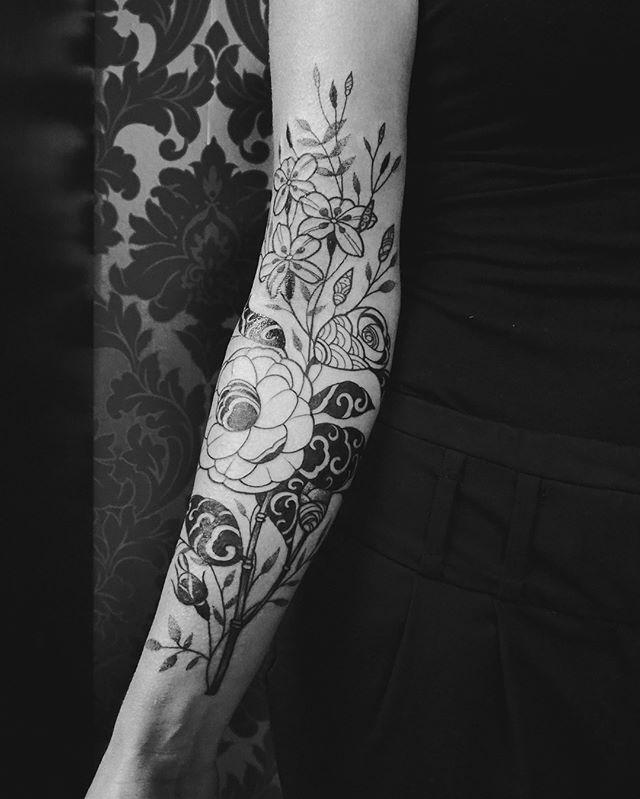 Merci Nathalie !  #carolinekarenine #tattoo #flowertattoo #dropinshoplausanne #lausanne