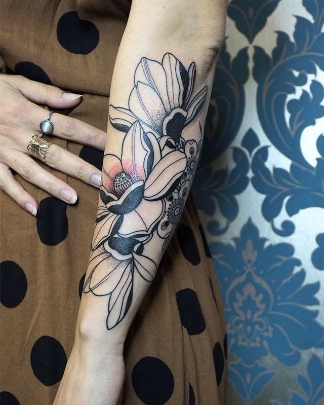 Merci Romina !  #carolinekarenine #tattoo #fowertattoo #suisses #lausannetattoo