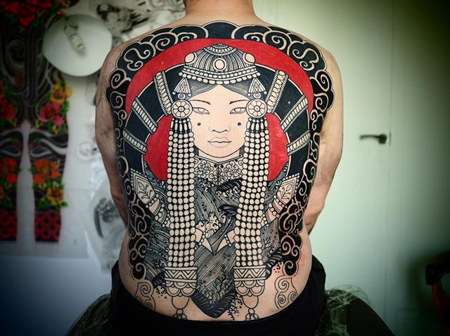 "Back in progress !  Merci Bastien .  Série "" femme du monde """