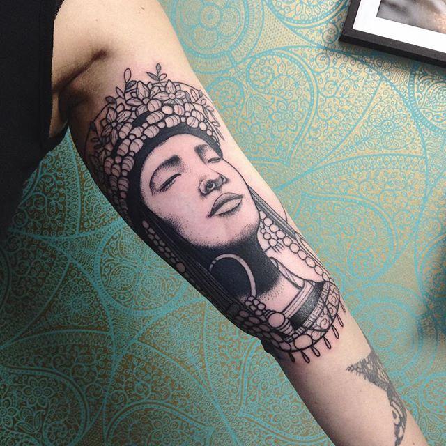 Merci Bénédicte ! Done at @purple_sun_brussels #carolinekarenine #tattoo