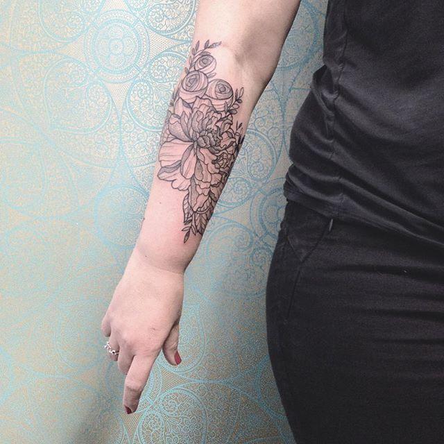 Merci Celine ! Done at @purple_sun_brussels #carolinekarenine #purplesunbrussels #bruxelles #tattoo
