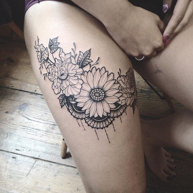 Merci Amélie ! Done at @purple_sun_brussels #carolinekarenine #tattoo #purplesunbrussels