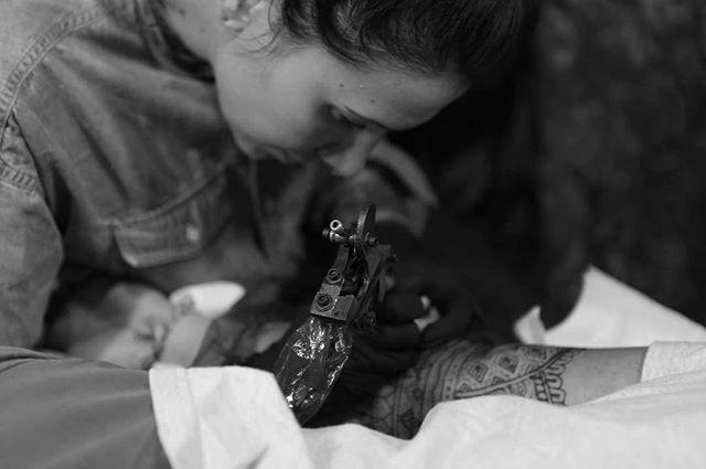 Tattoo session  Pix @nico.giquel  #carolinekarenine #tattoo #paris