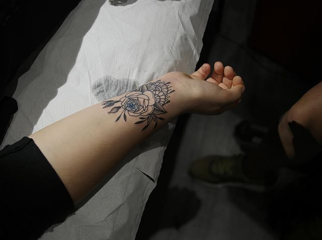 Merci gabrielle  First tattoo  Shop @doloresparisx  Pix @segolene_doloresparis  #carolinekarenine #tattoo #doloresparis #paris