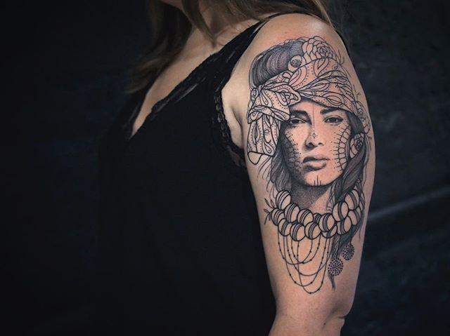 Merci Louise !  Shop @doloresparisx  Pix @segolene_doloresparis  #carolinekarenine #tattoo #paris #doloresparis #femmedumonde