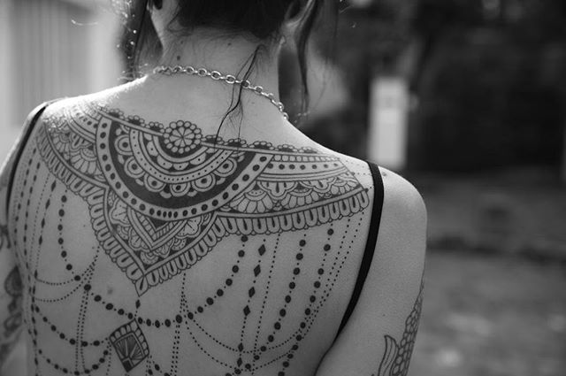 Details !  Merci stephanie  Pix @nico.giquel   #carolinekarenine #tattoo #backtattoo