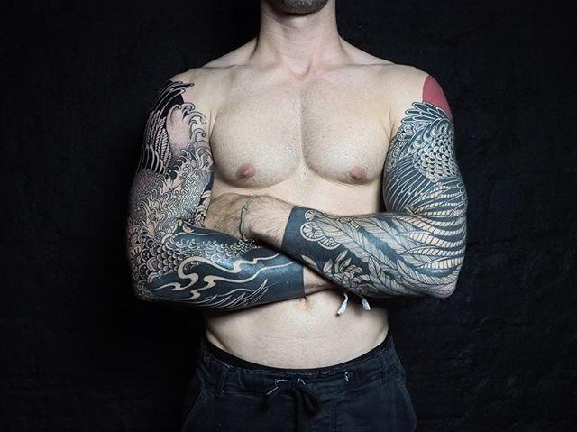 Merci Arnaud !  Deux manches , un paon , une grue et la suite bientôt .  #carolinekarenine #tattoo #blacktattoo #japanesetattoo  #sleevetattoo