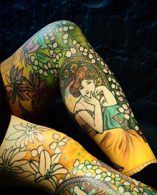 Merci Charlotte !  Deuxième jambe en cours .  Mon seul et unique plaisir couleur !  D'après les œuvres d'Alfons Mucha .